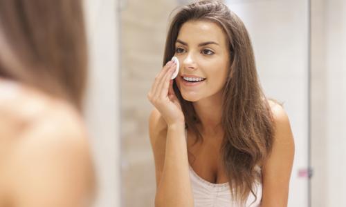 Oil Cleansing: Lave o rosto com óleo e diga adeus ao sabonete